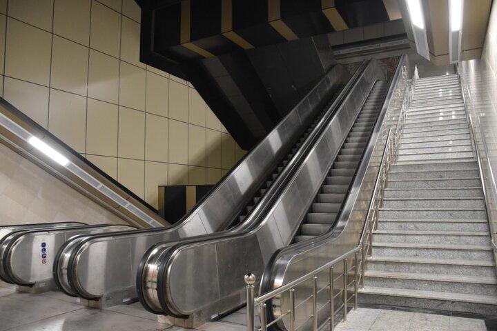 نصب و راه اندازی ١٠ دستگاه پله برقی تولید داخلی در خط ٧ متروی پایتخت