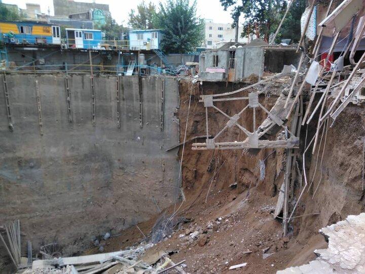 ریزش ساختمان و گرفتار شدن احتمالی ۴ نفر در زیر آوار