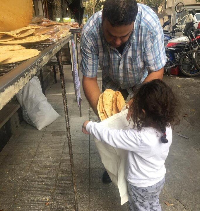 توزیع ۲ هزار کیسه پارچهای در محلات منطقه۱۳