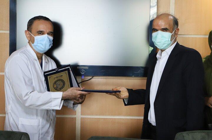"""بیمارستان شهید هاشمی نژاد """"نشان خدمت"""" دریافت کرد"""