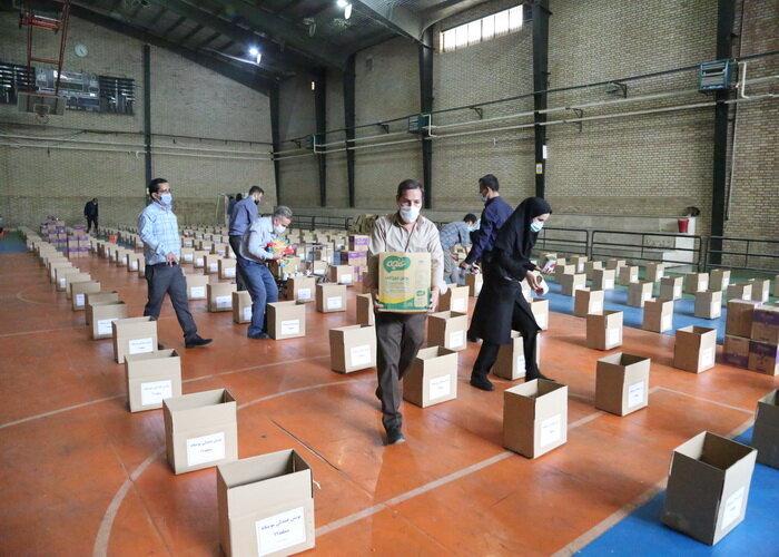 اهدای ۶۰۰ بسته کمک مومنانه به خانواده های کم برخوردار