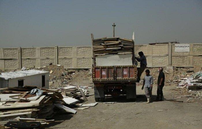 ۴۰۰۰ کامیون، نخاله های شهر سنگ را تخلیه کردند