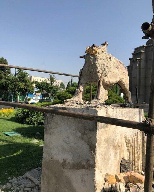 اثر میراث فرهنگی میدان حر دست نخورده است/ شیرهای اطراف اثر اصلی مرمت شدند