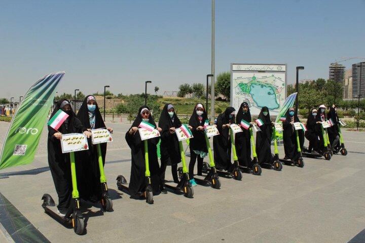اسکوترهای برقی دریاچه شهدای خلیج فارس، در رکاب دختران محجبه