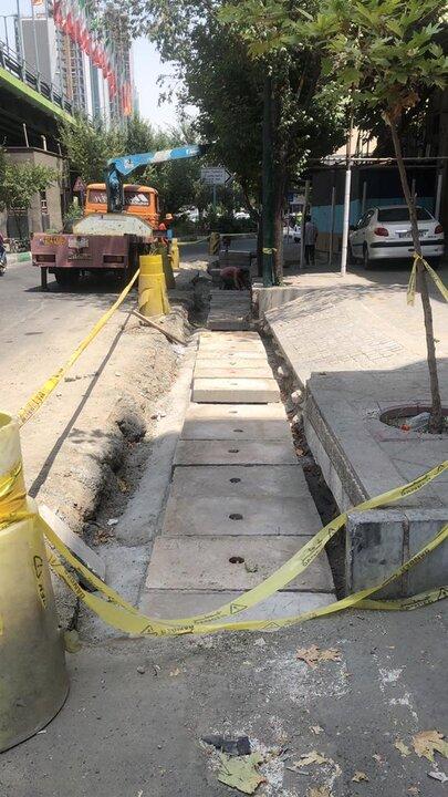 سنگدال های بتنی در انهار خیابان میرداماد نصب شد