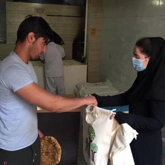 کیسه های پارچه ای در نانوایی های دوستدار محیط زیست، در شمال تهران توزیع شد