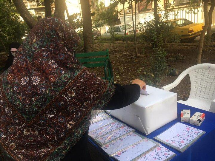 تنظیم اساسنامه شهرک گل ها در محله تاکسیرانی