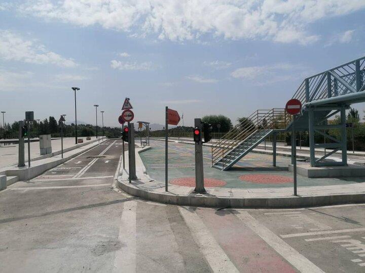 نصب نشانه های ترافیکی در پارک آموزش ترافیک منطقه ۳
