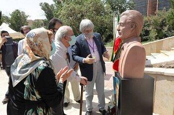 رونمایی از سردیس قنبری مهر در بوستان شقایق مهر