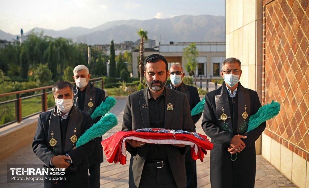 آیین برافراشتن پرچم عزاداری حسینی