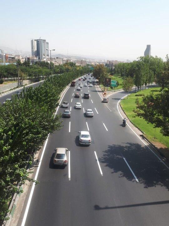 اجرای عملیات خط کشی محوری بزرگراه شهید همت
