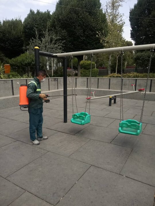 ضدعفونی روزانه پارک ها و بوستان ها در محله های مرکزی شهر تهران