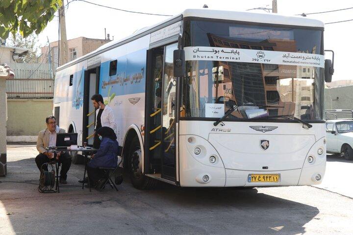 واکسیناسیون شهروندان غرب تهران در اتوبوس سیار